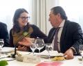 AVE se reúne con Mónica Oltra