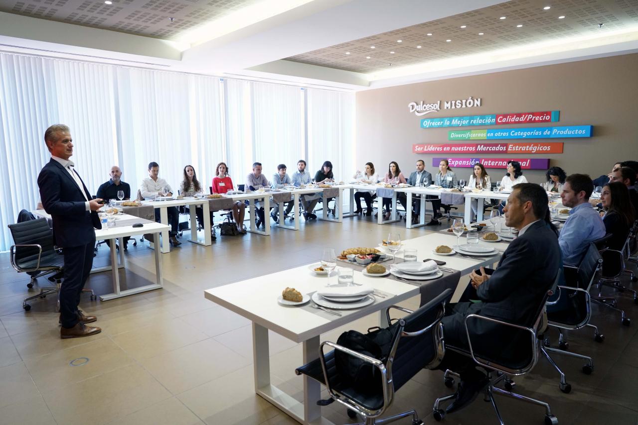 Visita del Forum de AVE a las instalaciones de Dulcesol en Gandia